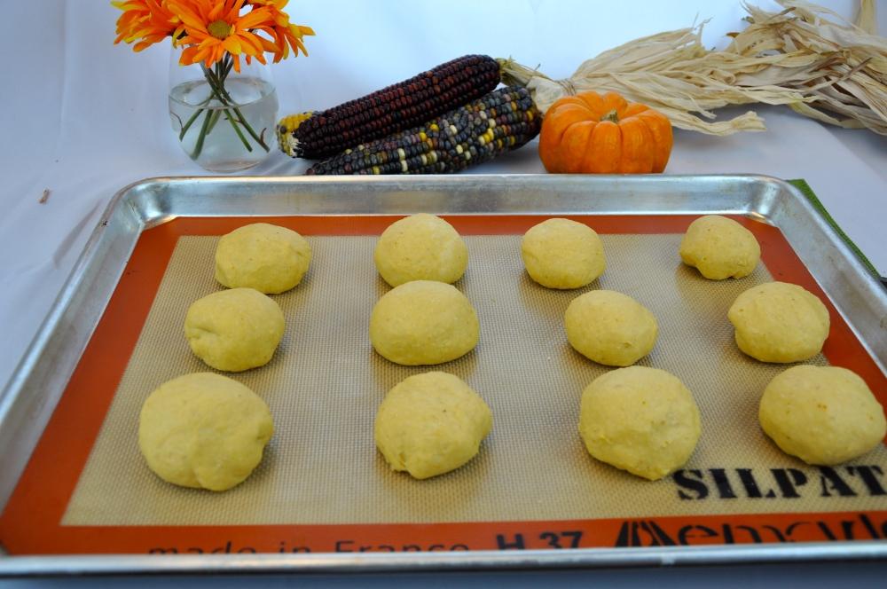 Pumpkin Dinner Rolls (1/4)