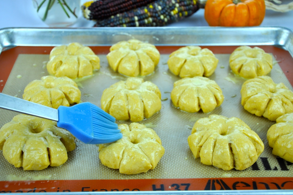 Pumpkin Dinner Rolls (3/4)